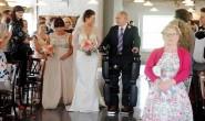 瘫痪父亲靠85万元仿生腿 陪女儿走婚礼红毯