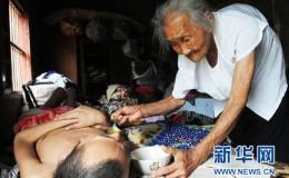 安徽95岁老母亲照顾病儿40年感动网民