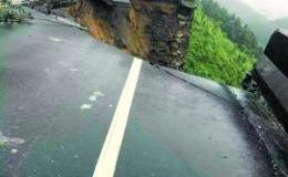 盘山路雨夜坍塌成20米悬崖 90后夫妻拦下10余辆车