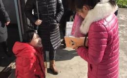 启东电台FM106.3携手晓琳给孩子们送冬衣