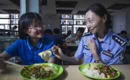 暖闻|上海民警资助聋哑儿童12年,日记本记下俩人无声之爱