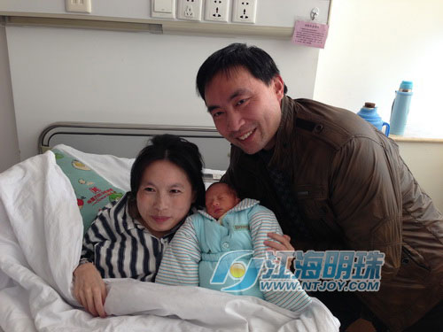 苏晓琳当妈妈了:28 公斤产妇 产下 1800 克男婴