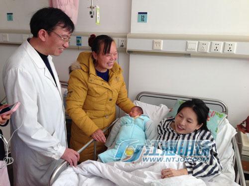 母子平安:袖珍产妇苏晓琳 今日出院回家