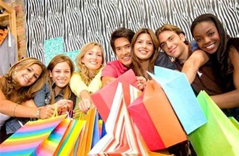 每月零花从几十到几千 大学生消费观令人捉急