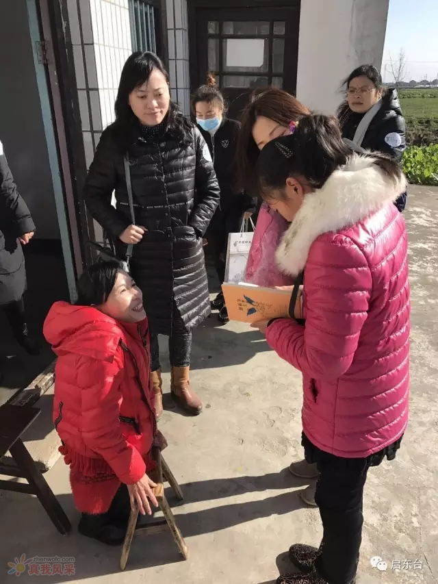 启东电台 FM106.3 携手晓琳给孩子们送冬衣