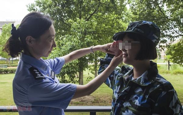 暖闻|上海民警资助聋哑儿童 12 年,日记本记下俩人无声之爱